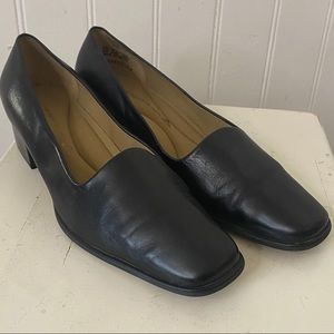 Easy Spirit Eslinford Black Leather Pumps | 8